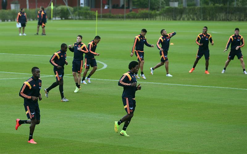 Jugadores de la selección colombiana de fútbol participan en el tercer entrenamiento del seleccionado nacional. EFE