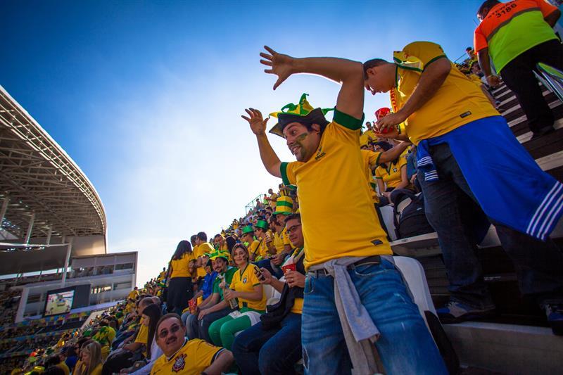 Hinchas brasileños en el estadio Itaquerão antes del partido de apertura del Mundial. EFE