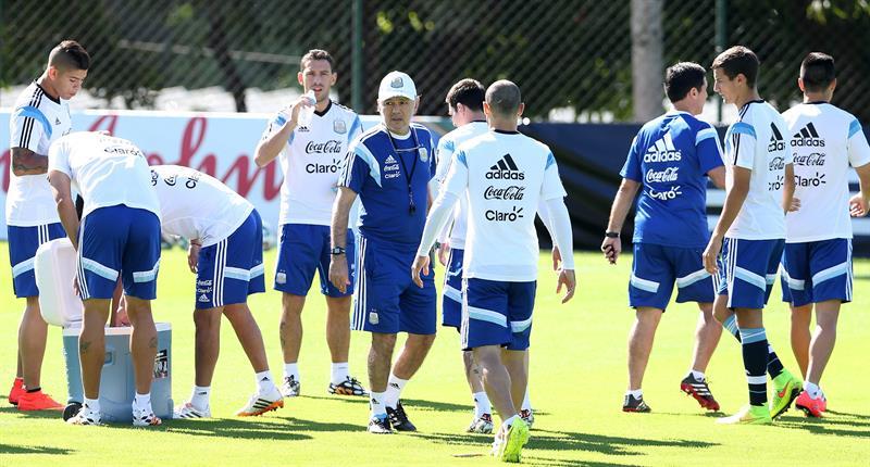 La selección argentina de fútbol participa en un entrenamiento. EFE