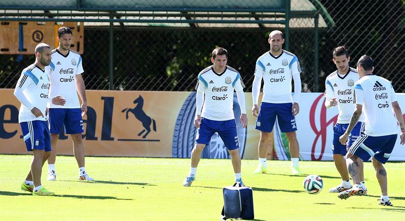 Javier Mascherano, Martín Demichelis, Lionel Messi, Fernando Gago y Ángel Di María de la selección argentina de fútbol. EFE