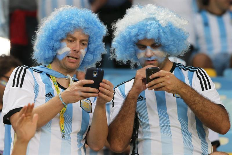 Aficionados argentinos en el estadio Maracaná. EFE