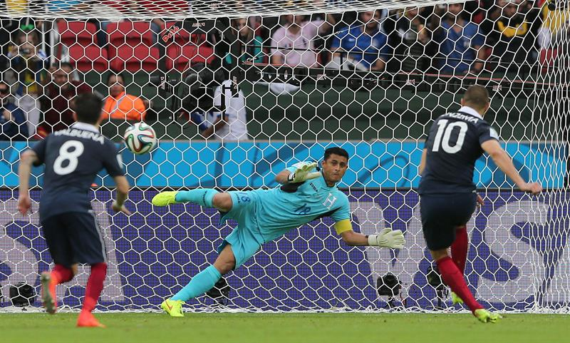 Francia le ganó a Honduras con un doblete de Benzemá y un autogol de Valladares. Foto: EFE.