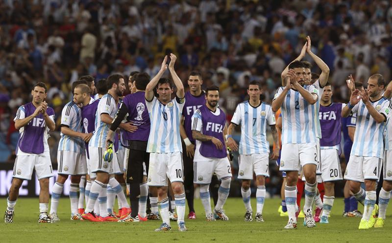 Los jugadores de Argentina celebran su victoria por 2-1 ante Bosnia. EFE
