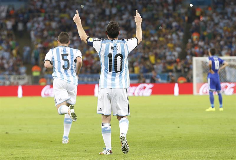El delantero argentino Lionel Messi celebra el gol marcado ante Bosnia. EFE