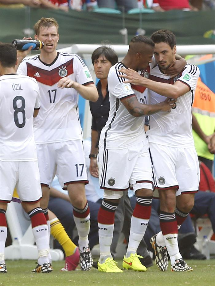 Mats Hummels (R) celebrates after scoring the 2-0 with Jerome Boateng (2R) of Germany in action during the FIFA World Cup 2014. EFE