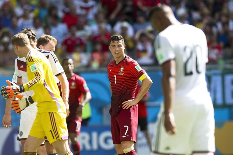 Portugal's Crisitano Ronaldo (C) stands on the pitch during the FIFA World Cup 2014 group G. EFE