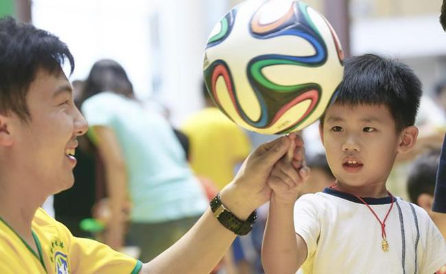 Muere un joven chino por pasar varias noches sin dormir para ver el Mundial. EFE