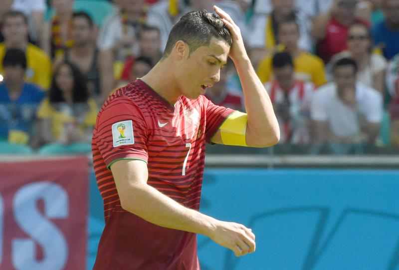 Portugal's Cristiano Ronaldo gestures during the FIFA World Cup 2014 group G. EFE