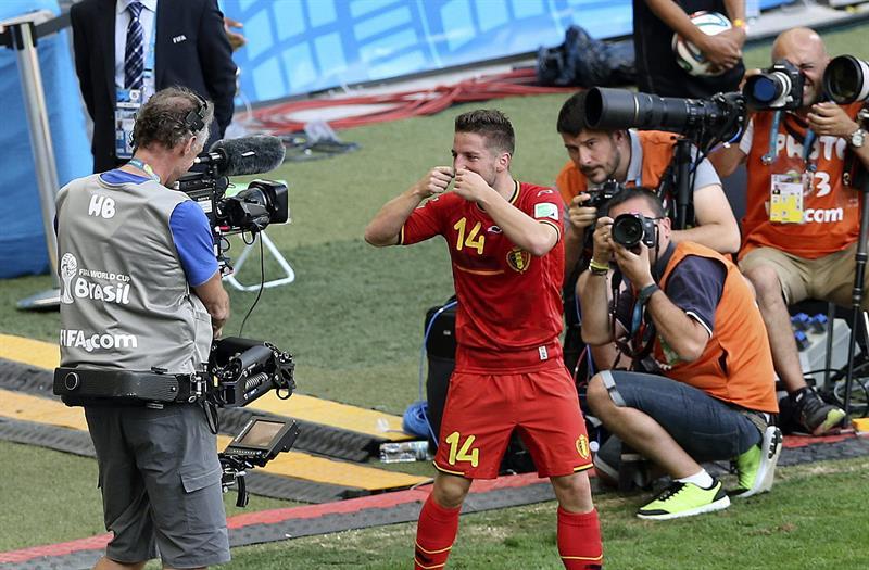 El centrocampista belga Dries Mertens celebra el gol marcado ante la selección argelina, segundo para el equipo, durante el partido Bélgica-Argelia. Foto: EFE