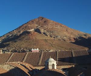 Analizan propuesta de expertos para declarar en riesgo Cerro de Potosí