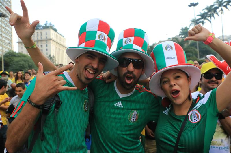 Aficionados mexicanos se reúnen . EFE