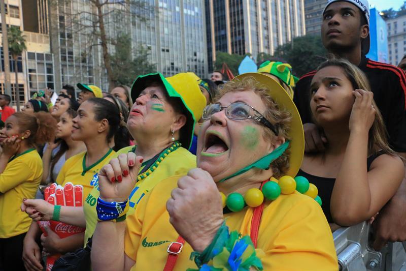 Aficionados brasileños se reúnen . EFE