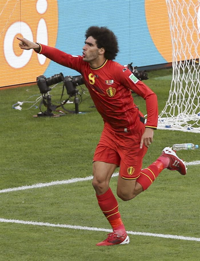 El centrocampista belga Marouane Fellaini, celebra el gol marcado ante la selección argelina, durante el partido Bélgica-Argelia. Foto: EFE
