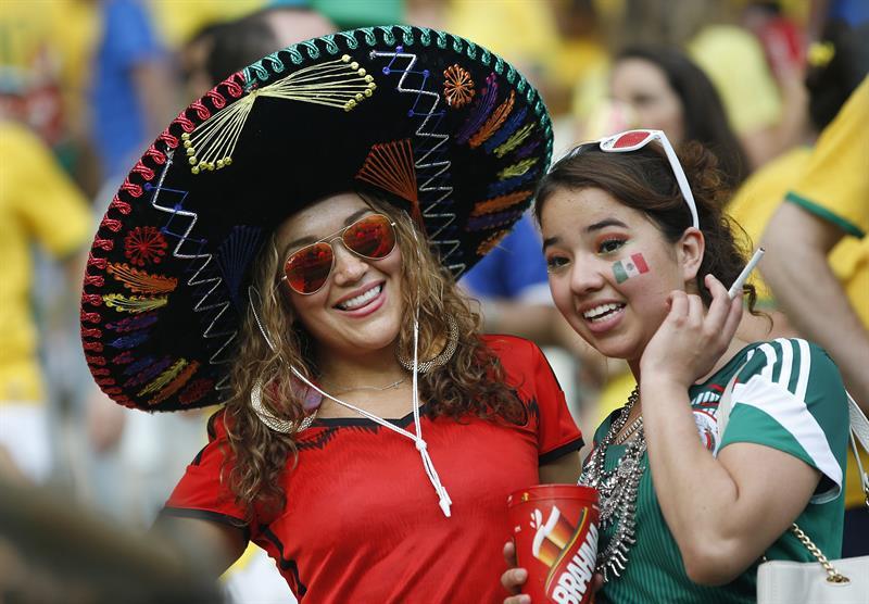 Aficionadas mexicanas durante el partido. EFE