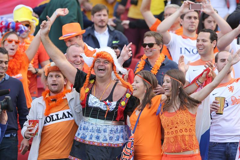 Soccer fans prior the FIFA World Cup 2014 group B preliminary round match between Australia and the Netherlands. EFE