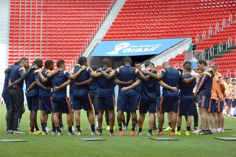 Jugadores de la selección de Colombia participan en un entrenamiento . EFE