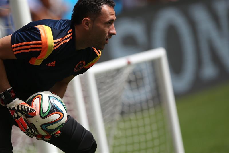 El arquero David Ospina de la selección de Colombia participa en un entrenamiento de su equipo. EFE