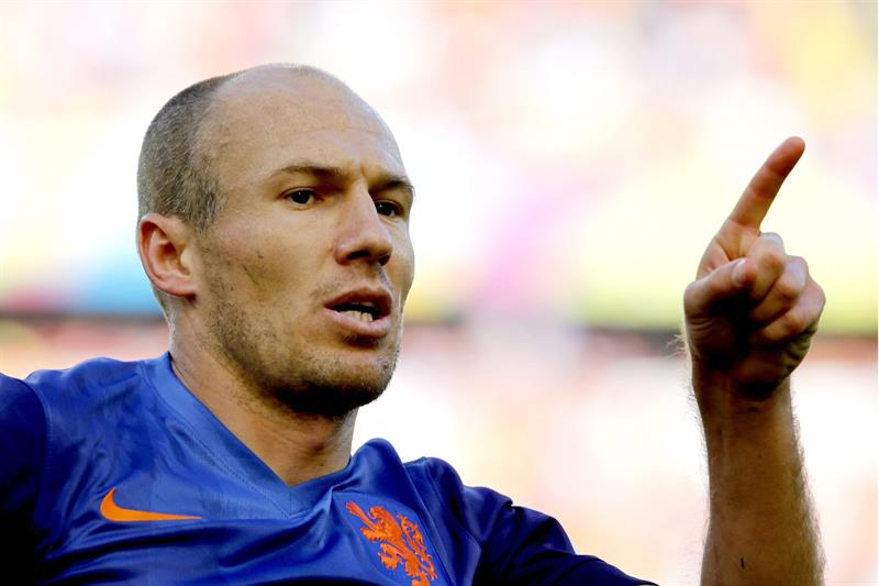 Arjen Robben of the Netherlands celebrates after scoring the opening goal during the FIFA World Cup 2014 group B. EFE