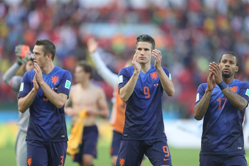 Ron Vlaar of the Netherlands reacts during the FIFA World Cup 2014 group B preliminary round match between Australia and the Netherlands. EFE