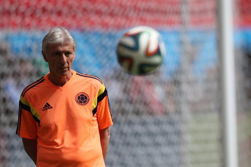 El entrenador de la selección de Colombia, José Pérkerman, participa en un entrenamiento de su equipo. EFE