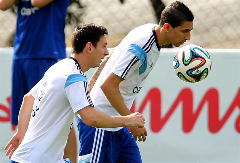 onel Messi (i) y Ángel Di María de la selección argentina de fútbol. EFE