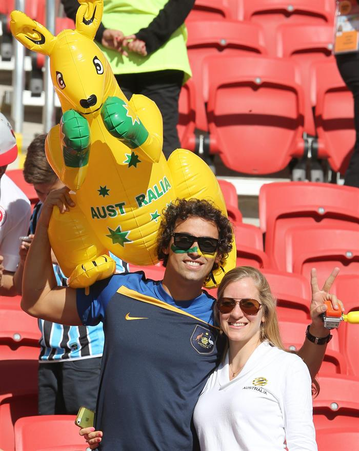 Australia supporters pose prior the FIFA World Cup 2014 group B. EFE