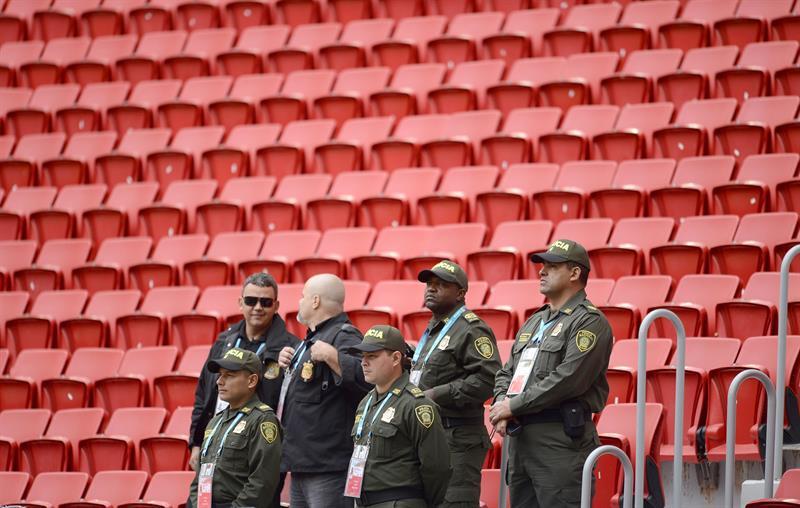 Miembros de la Policía de Colombia es visto durante el entrenamiento de la selección de Colombia. EFE
