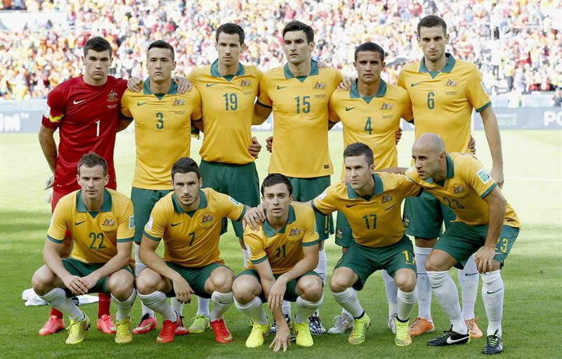 The starting eleven of Australia prior to the FIFA World Cup 2014 group B preliminary round match between Australia and the Netherlands. EFE