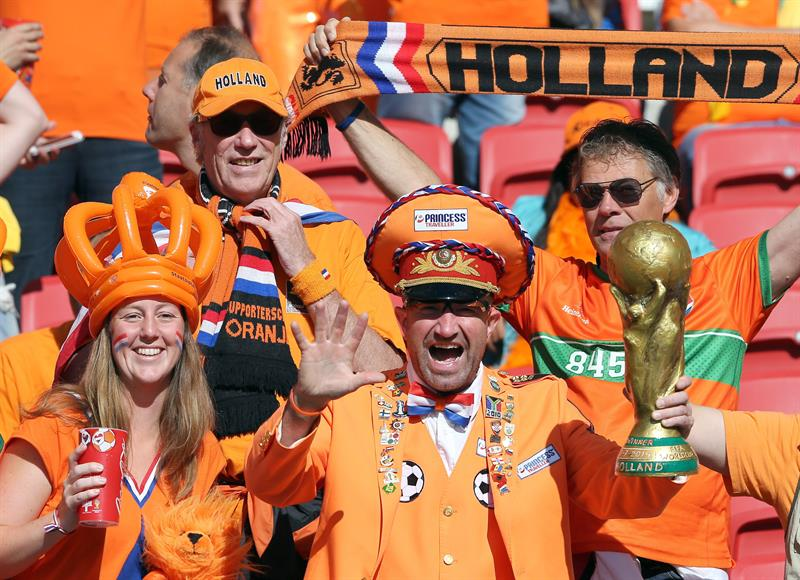 Dutch soccer fans prior the FIFA World Cup 2014 group B preliminary round match between Australia and the Netherlands. EFE