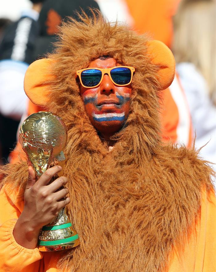 Dutch soccer fan prior the FIFA World Cup 2014 group B. EFE