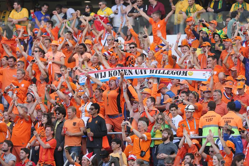 Dutch fans react during the FIFA World Cup 2014 group B preliminary round match between Australia and the Netherlands. EFE