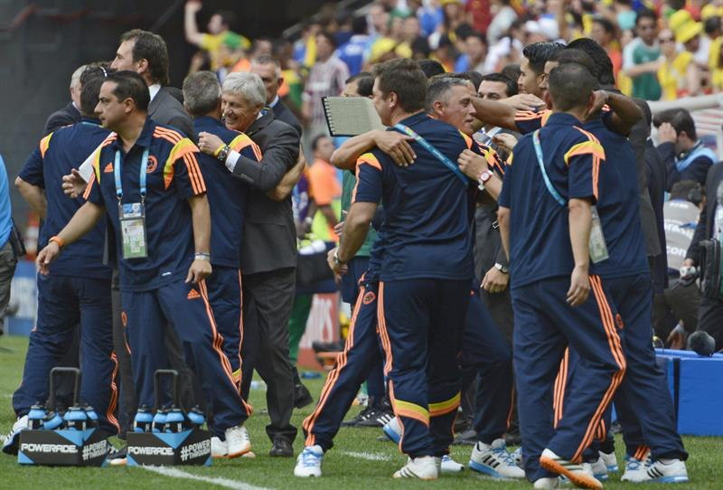 Colombia's staff celebrate after winning the FIFA World Cup 2014 group C. EFE