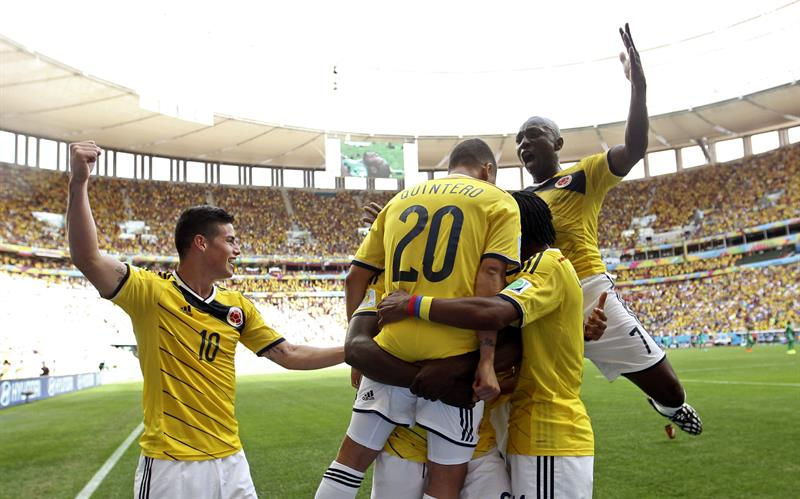 Colombian players and fans celebrate after Juan Quintero of Colombia scored the 2-0 during the FIFA World Cup 2014 group C. EFE