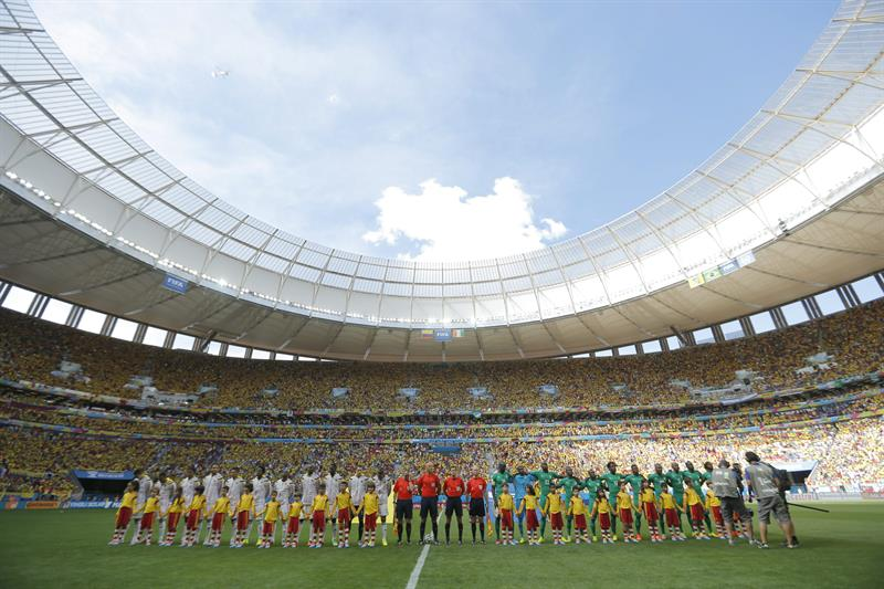 The teams pose prior the FIFA World Cup 2014 group C preliminary round match between Colombia and the Ivory Coast at the Marfil. EFE