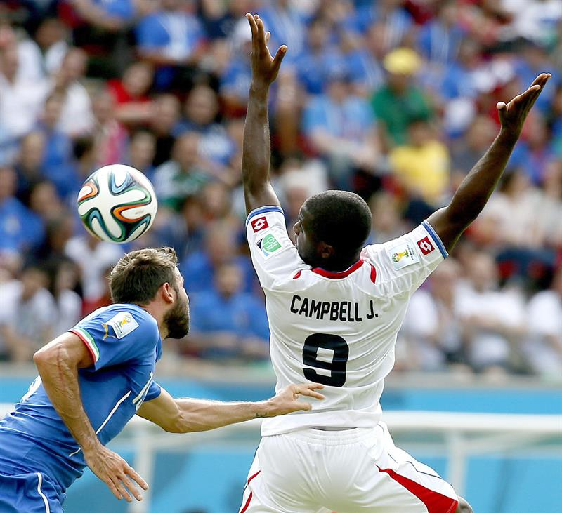 Andrea Barzagli of Italy (L) Joel Campbell of Costa Rica in action the FIFA World Cup 2014 group D. EFE
