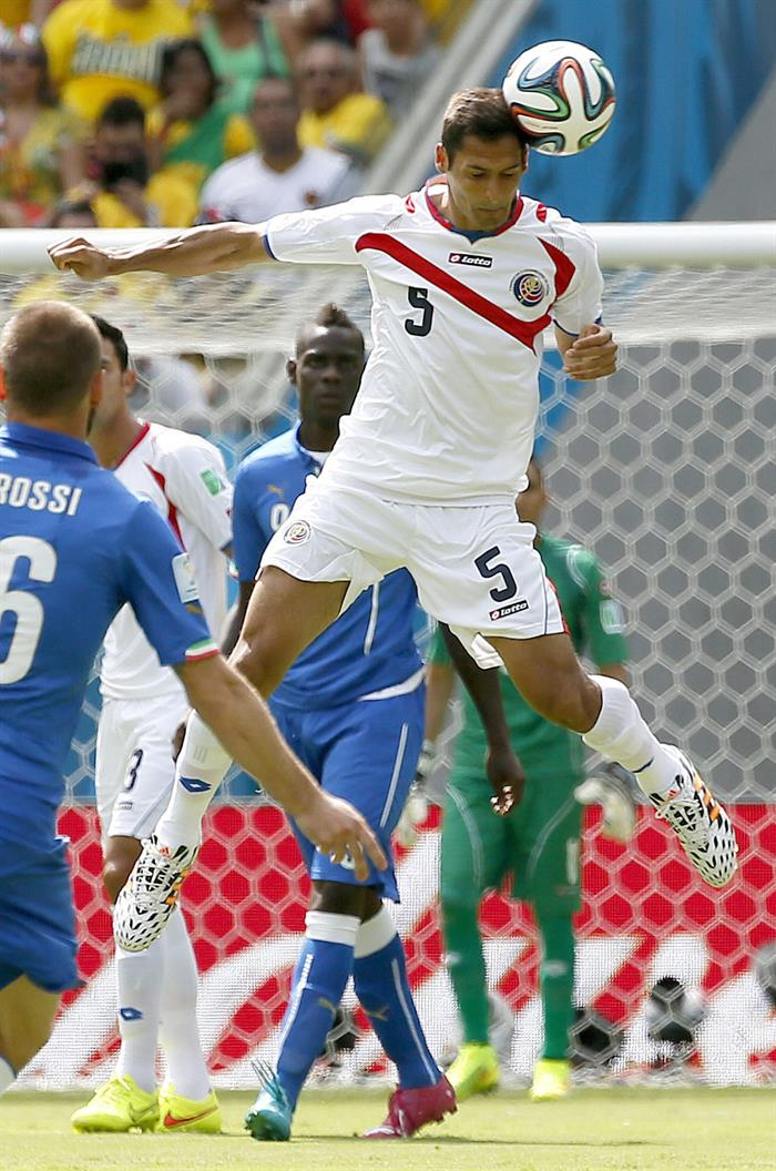Celso Borges of Costa Rica in action the FIFA World Cup 2014 group D. EFE