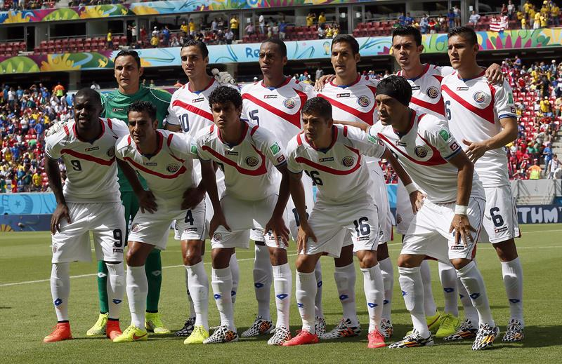 Costa Rica team pose prior the FIFA World Cup 2014 group D. EFE