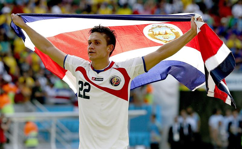 Jose Cubero of Costa Rica celebrates after winning their FIFA World Cup 2014 group D. EFE