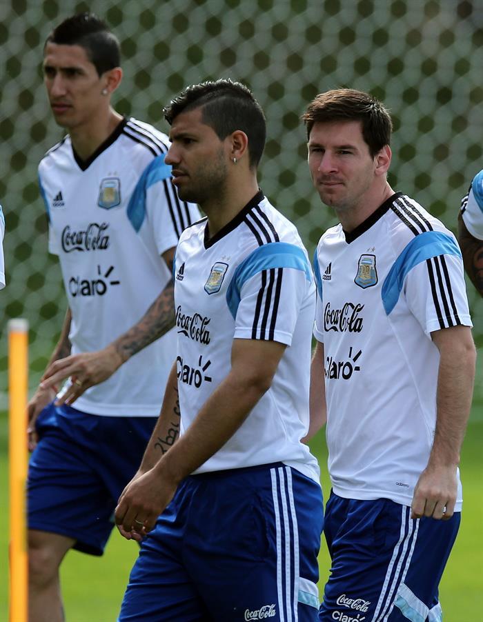 Los jugadores de la selección argentina, Ángel Di María, Sergio Agüero y Leo Messi. Foto: EFE