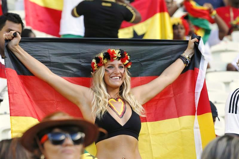 Alemania, con goles de Göetze (51') y Klose (71'), igualo 2-2 con Ghana, que marcó con Ayew (54') y Gyan (63'). Foto: EFE.