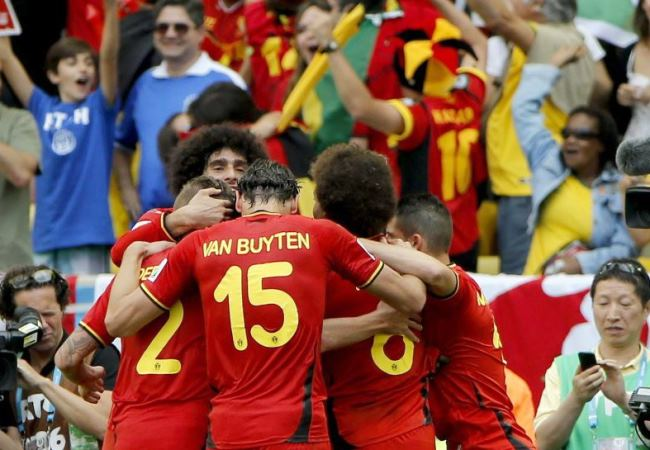 Bélgica derrotó sobre el final a Rusia y clasificó