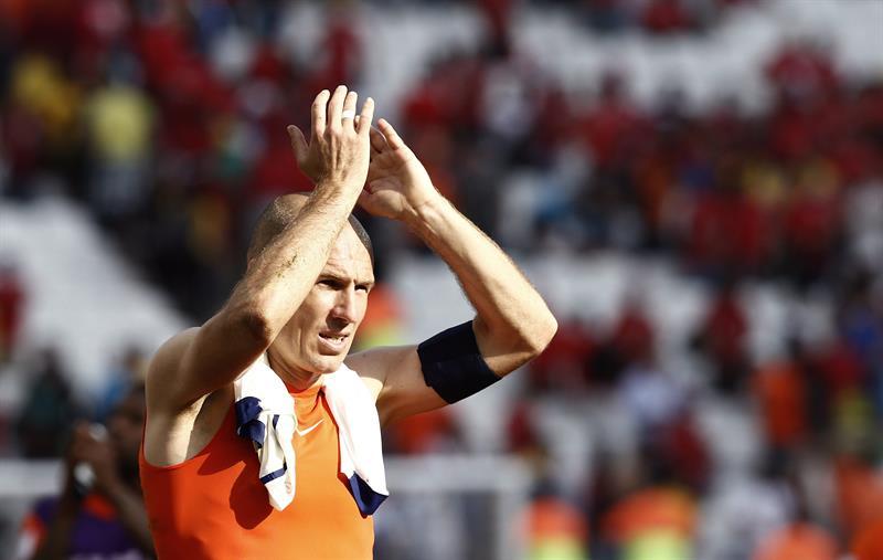 El delantero holandés Arjen Robben al finalizar el partido Holanda-Chile, del Grupo B. EFE
