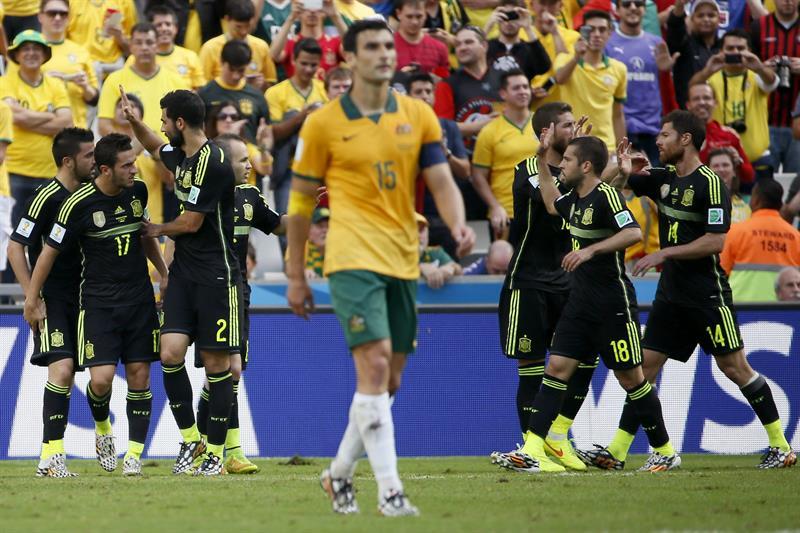 Los jugadores de España celebran el gol marcado ante Australia por su compañero David Villa. Foto: EFE