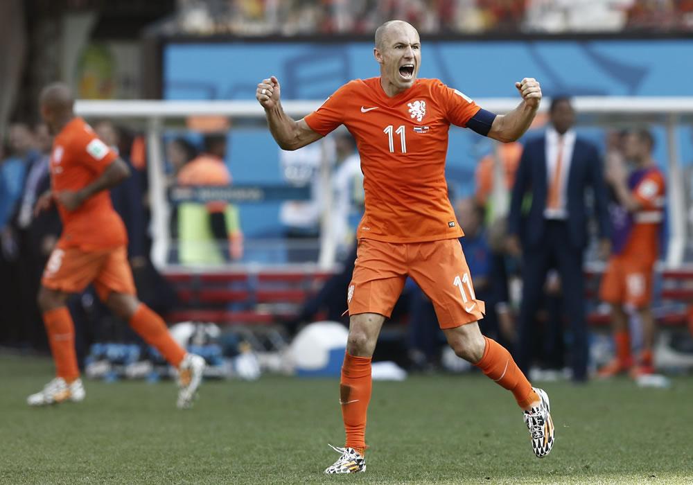 Holanda vence a la Chile de Sampaoli y termina primero