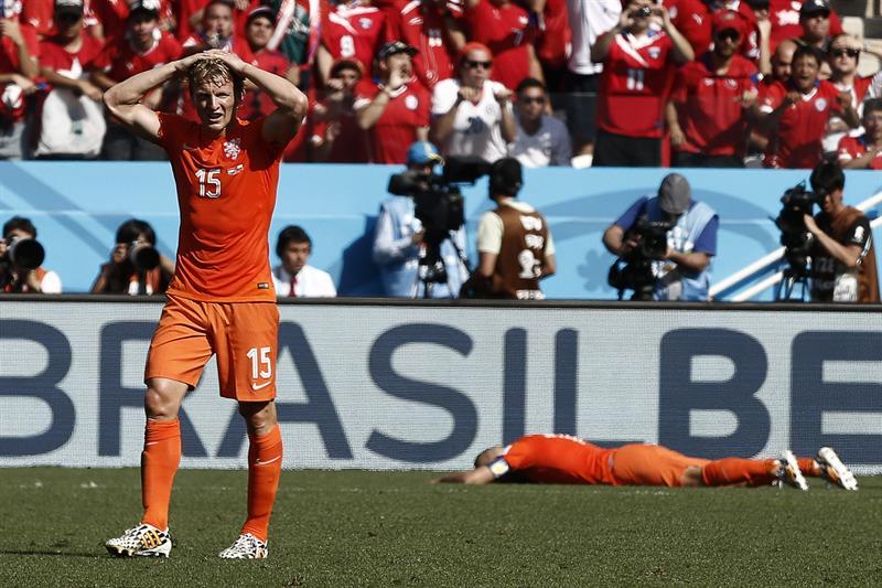 El delantero holandés Dirk Kuyt durante el partido Holanda-Chile, del Grupo B del Mundial de Fútbol de Brasil 2014. EFE