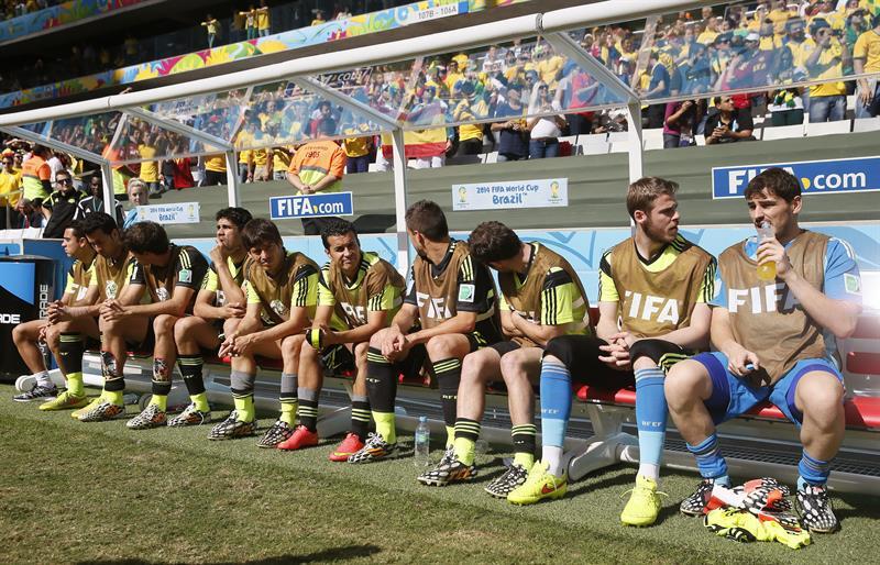 Varios jugadores de España en el banquillo durante el partido Australia-España, del Grupo B. Foto: EFE