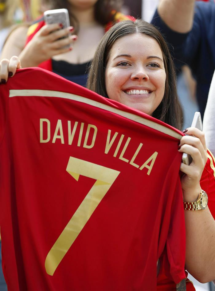 Spanish fan poses with a jersey of Spanish striker David Villa before the FIFA World Cup 2014 group B. EFE