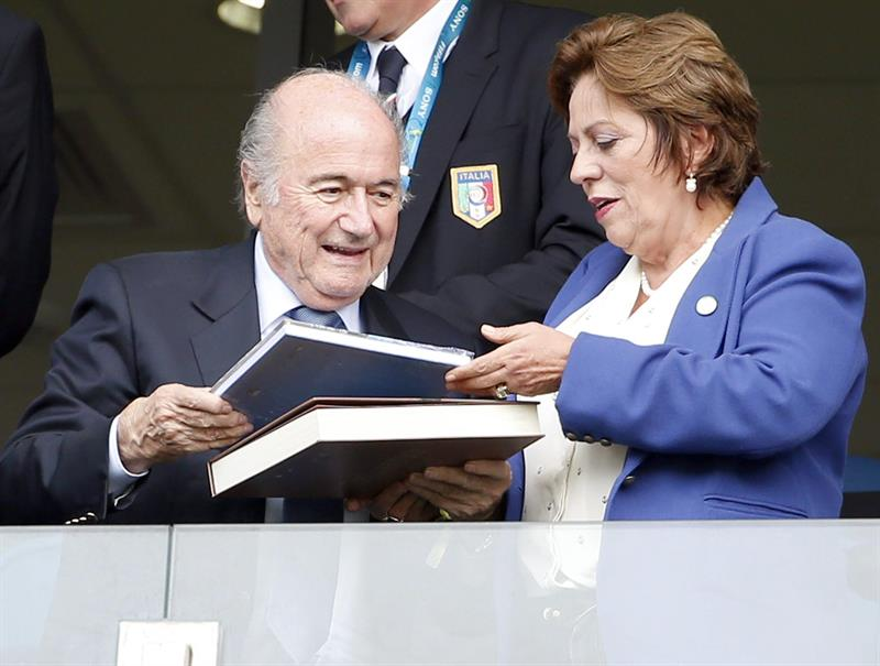 FIFA President Sepp Blatter (L) distributes books on the stands prior the FIFA World Cup 2014 group D. EFE