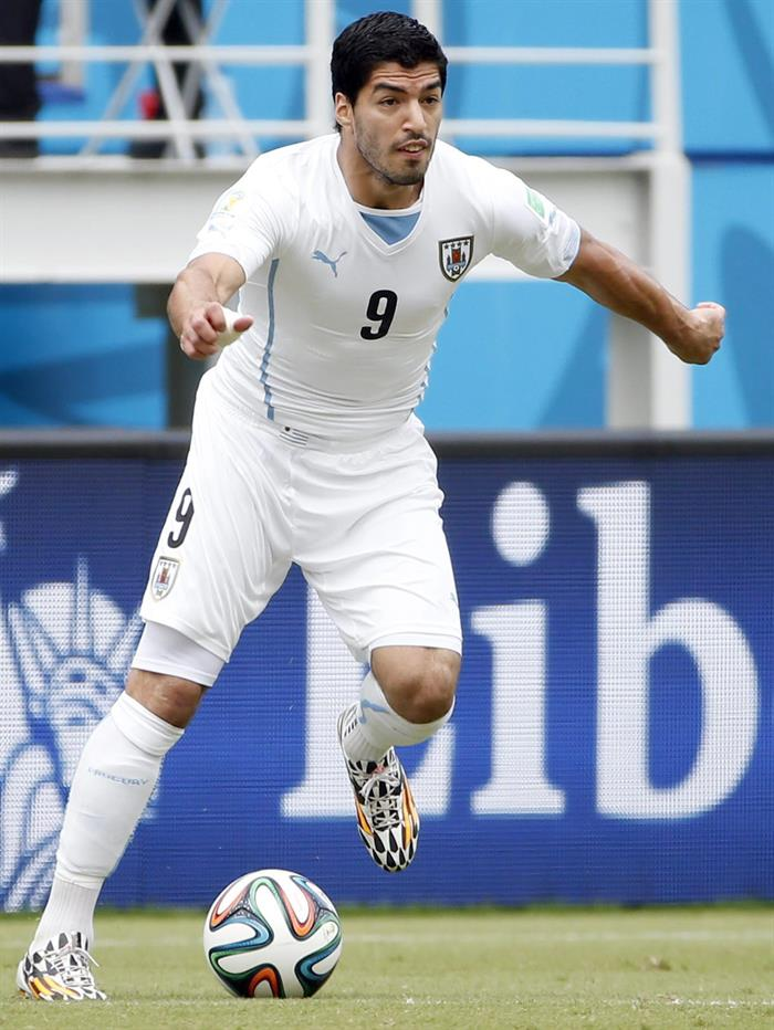 Uruguay's Luis Suarez controls the ball the FIFA World Cup 2014 group D. EFE