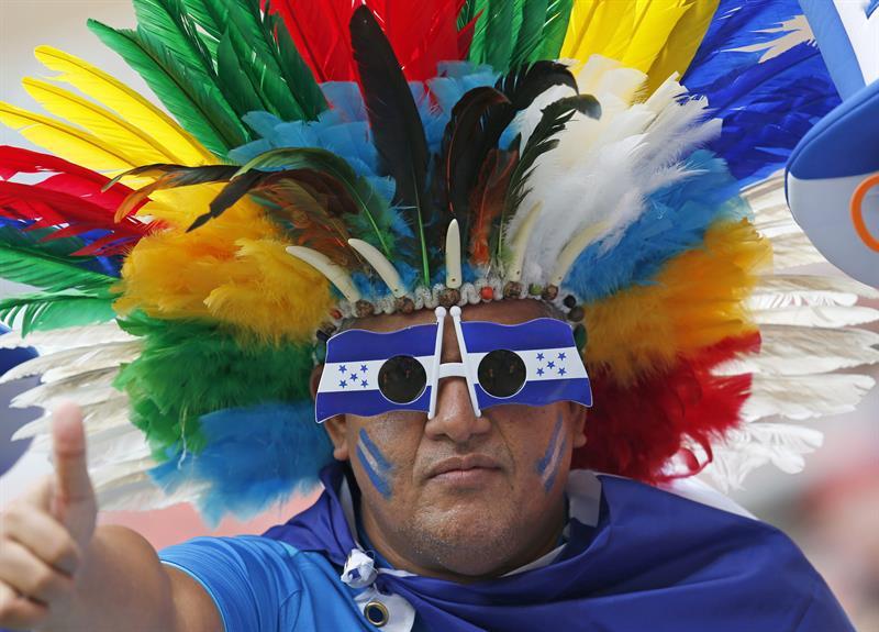 Aficionados al equipo de Honduras llegan. EFE